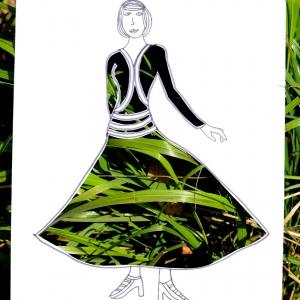 Sukně ze stébel trávy.