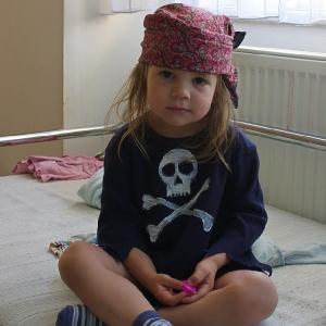 Esterka jako pirát.