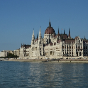 Budova parlamentu v Budapešti.