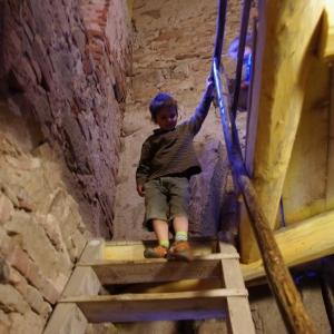 Maťošek na schodech z věže.