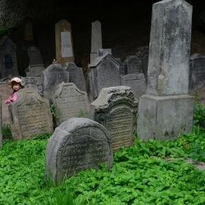 Židovský hřbitov v Turnově je určitě zajímavý!