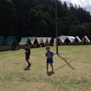 Téměř prázdné tábořiště.