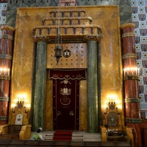 Pohled na čelo synagogy.