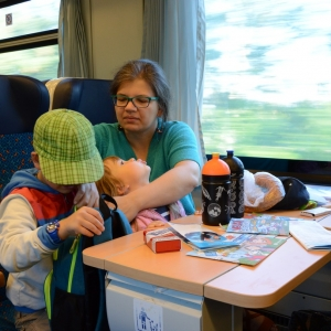 Rodina ve vlaku.