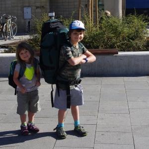Malí táborníci před odjezdem.