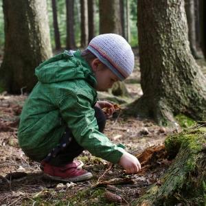 Esterka v lese.